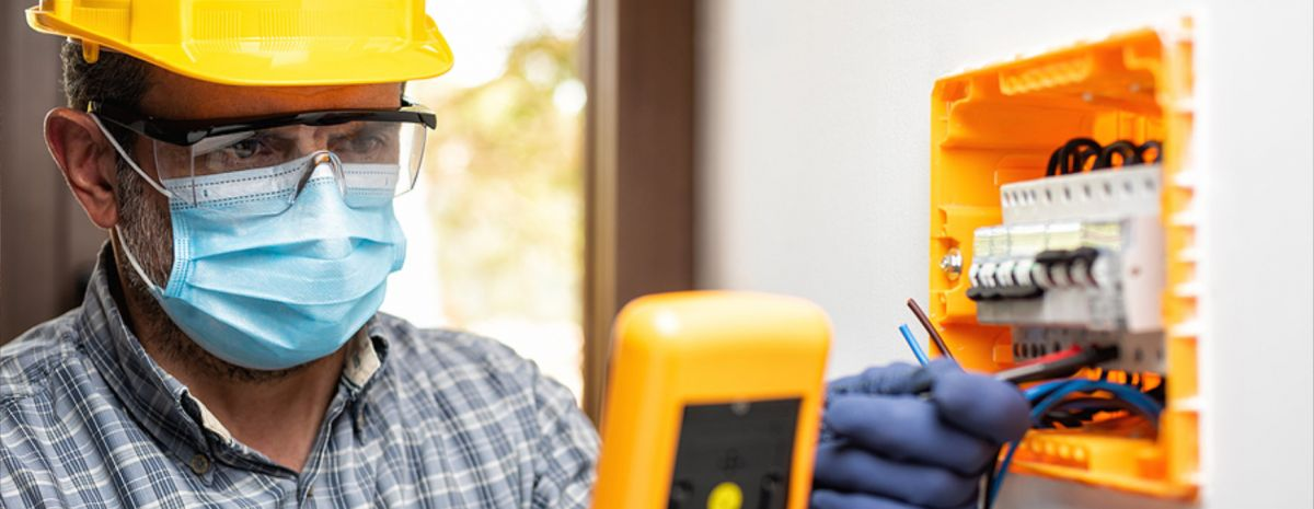 electrician working with face mask