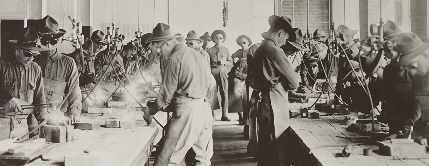 soldiers recieving welding training