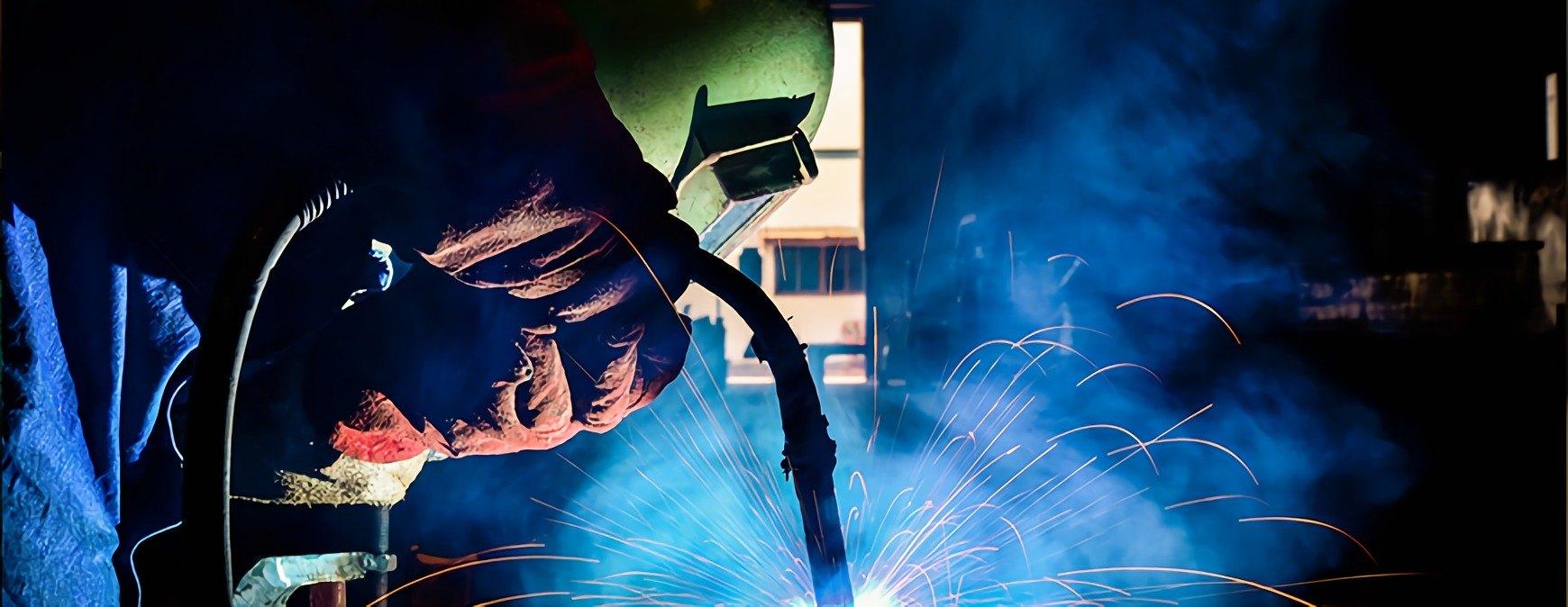 welder using fcaw