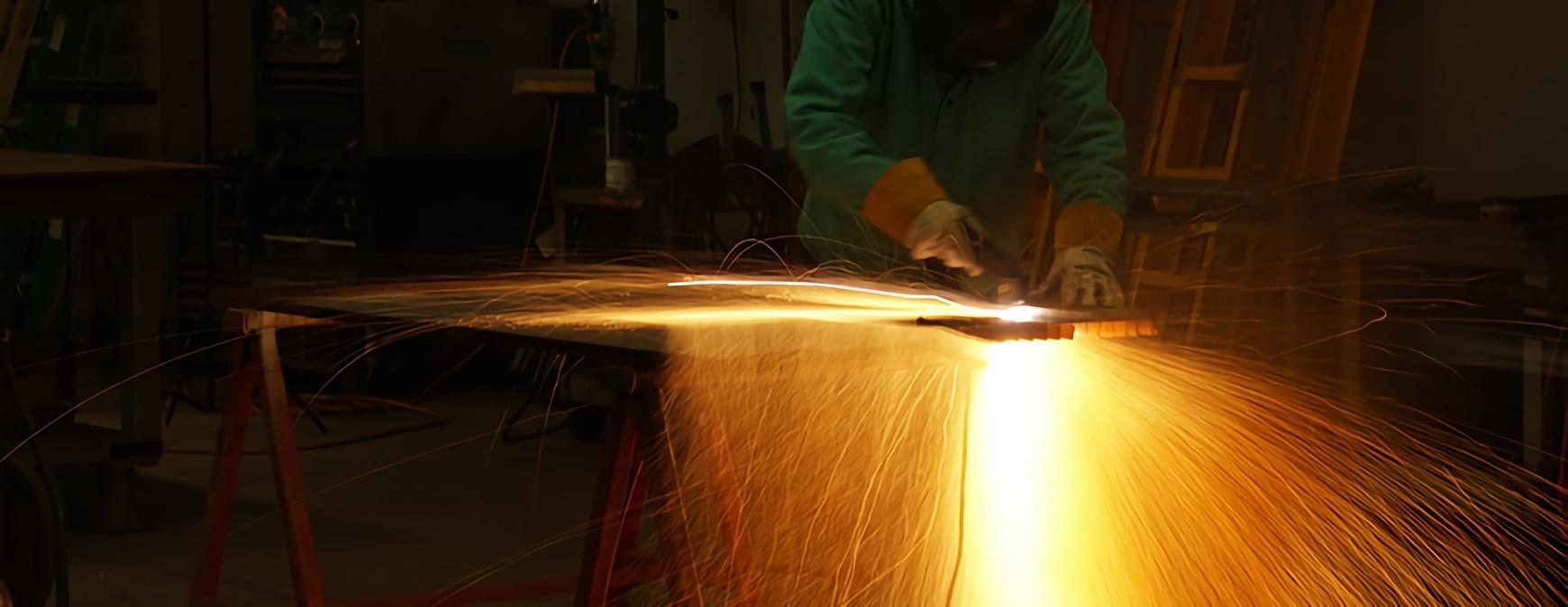welder using welding table